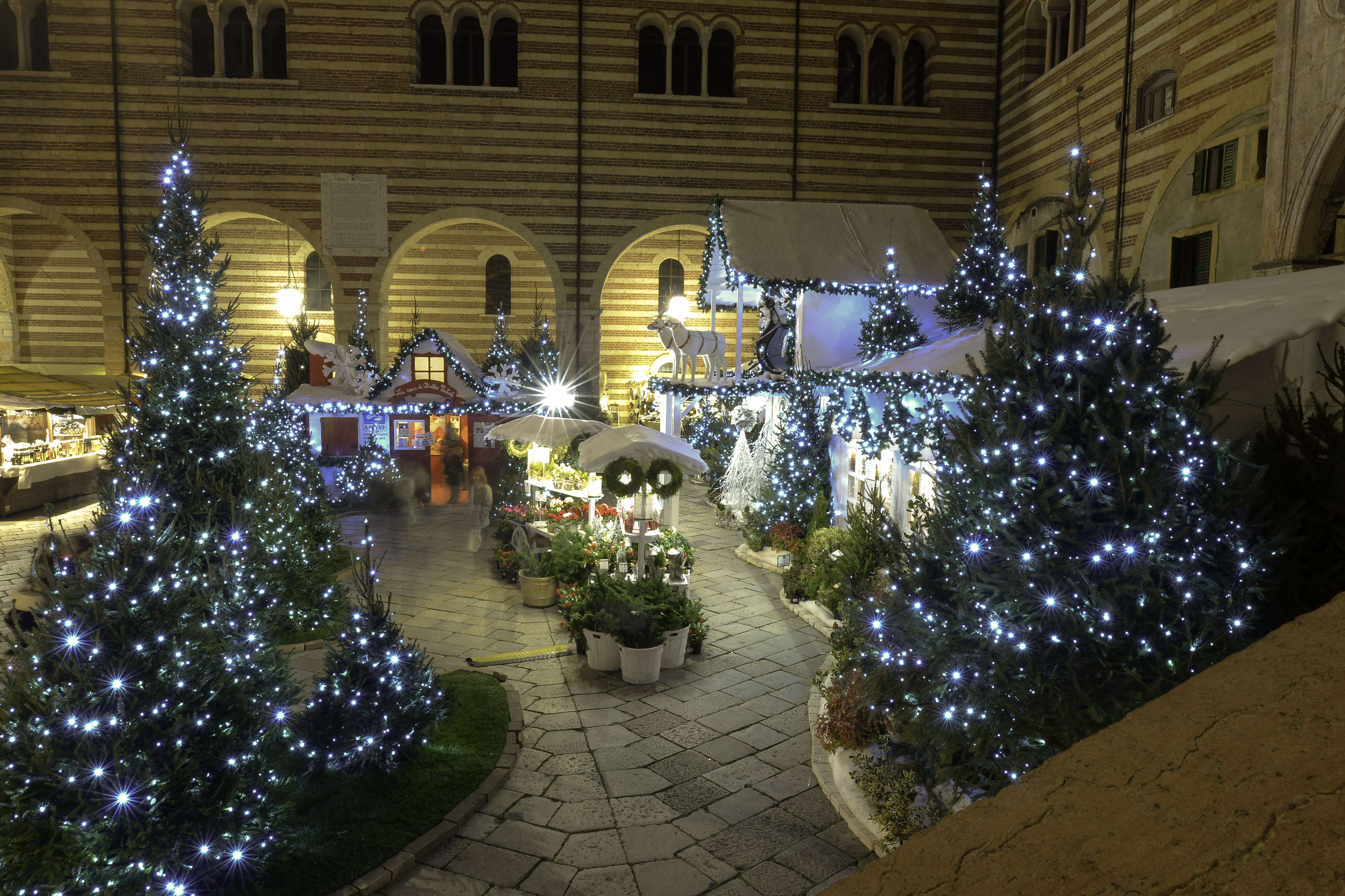 La Casa Di Babbo Natale A Verona.Villaggio Di Natale Flover In Tour 2016 Carnet Verona Carnet Verona