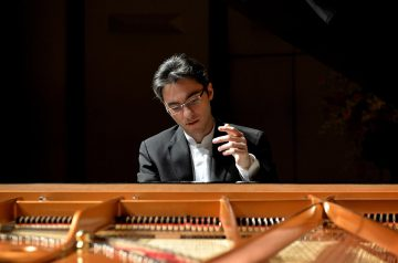 Alexander Gadjiev, Pianista - Amici della Musica