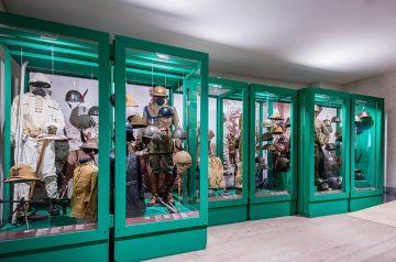La pelle del soldato - Uniformi, corazze, elmetti e maschere antigas