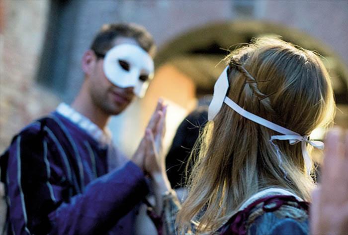 Giulietta e Romeo per le vie di Verona